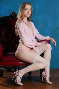 http://img227.imagevenue.com/loc131/th_005424906_tduid300163_Stunning_Queen_Rebecca_G_high_0002_123_131lo.jpg