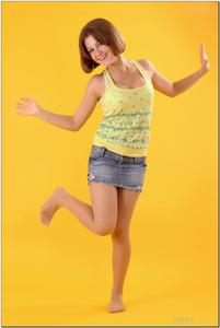 http://img227.imagevenue.com/loc172/th_278826508_tduid300163_sandrinya_model_denimmini_teenmodeling_tv_012_122_172lo.jpg