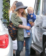 http://img227.imagevenue.com/loc406/th_214014883_Hilary_Duff_shopping8_122_406lo.jpg