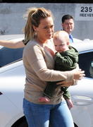 http://img227.imagevenue.com/loc414/th_068727753_Hilary_Duff_shops_for_new_furniture37_122_414lo.jpg