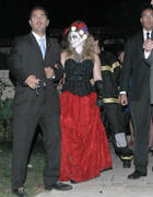http://img227.imagevenue.com/loc422/th_361284218_Hilary_Halloween_Party3_122_422lo.jpg