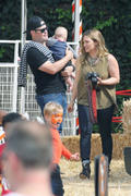 http://img227.imagevenue.com/loc494/th_277815271_Hilary_Duff_MrBones_Pumpkin_Patch15_122_494lo.jpg