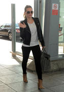 http://img227.imagevenue.com/loc557/th_556842458_Hilary_Duff_at_Heathrow_Airport_London1_122_557lo.jpg