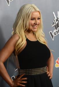 [Fotos+Videos] Christina Aguilera en la Premier de la 4ta Temporada de The Voice 2013 - Página 4 Th_985760758_Christina_Aguilera_12_122_596lo