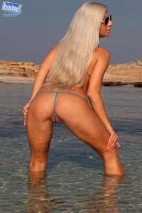 Candy-Blond-hot-girl-at-the-beach-d1u0fw5dia.jpg